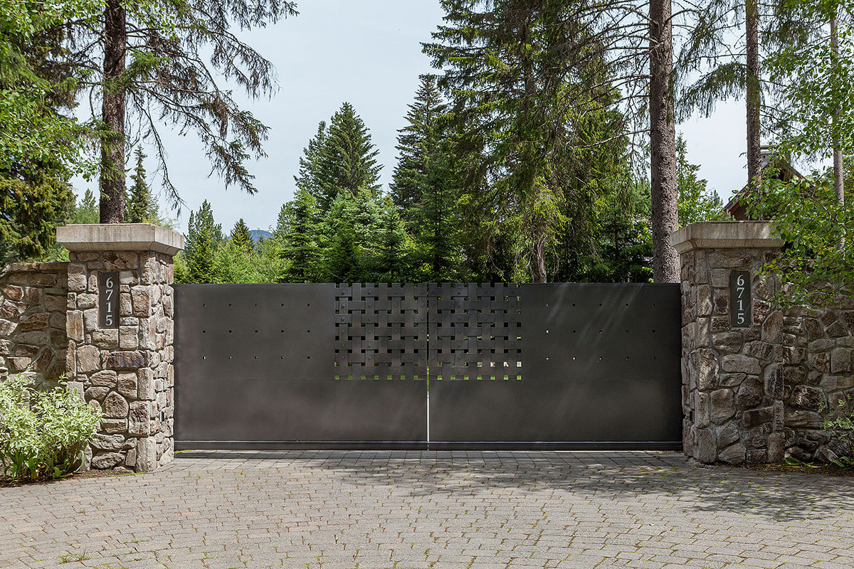 Whistler Estate, Gate | Vancouver luxury real estate | Harvey Kardos | Finest Residences
