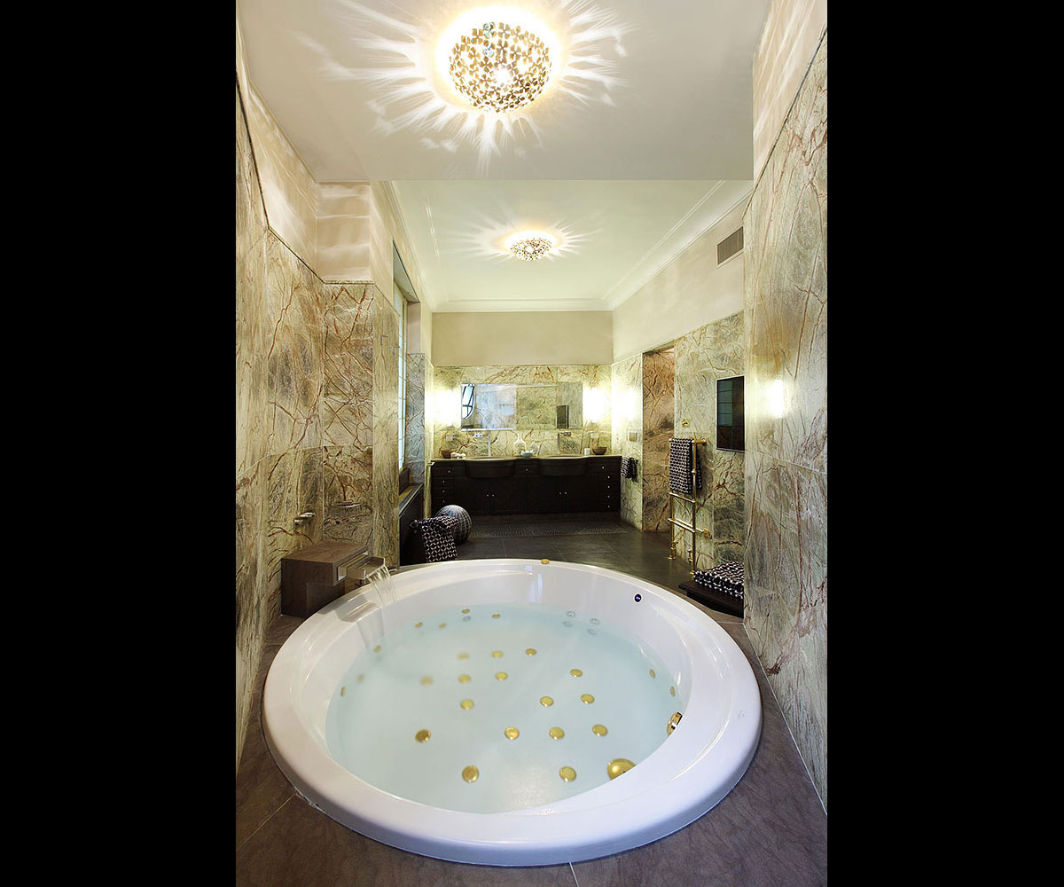 Diamant sur le Parc, a bathroom | Luxury Real Estate, Paris 16, France | COGEMAD • Finest Residences
