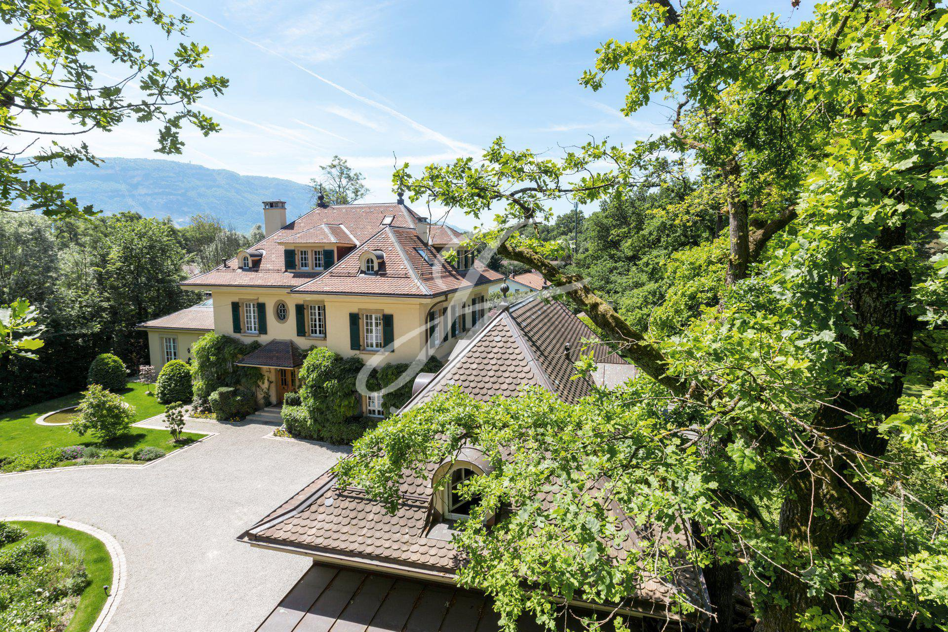 Maison de luxe à vendre à Chêne-Bougerie, Genève, Suisse  John Taylor Switzerland  FINEST RESIDENCES