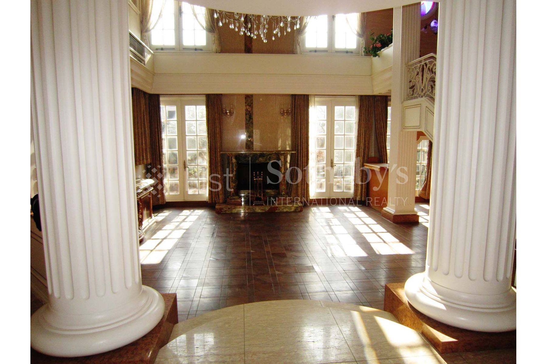 Kugahara House, luxury home in Ota-Ku, Tokyo, Japan | Living Room | Sotheby's International Realty | Finest Residences