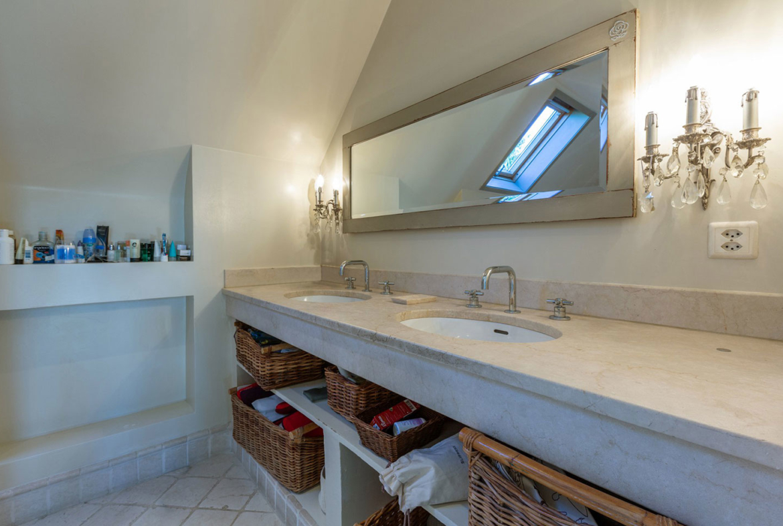Splendid Property For Sale in Geneva Left Bank, Collonge-Bellerive | A Bathroom |Presented by Finest International | Finest Residences