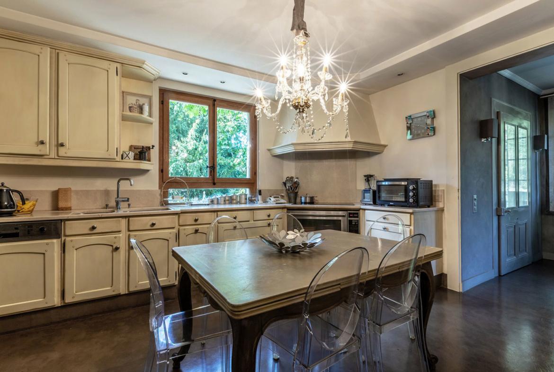 Splendid Property For Sale in Geneva Left Bank, Collonge-Bellerive | Kitchen |Presented by Finest International | Finest Residences