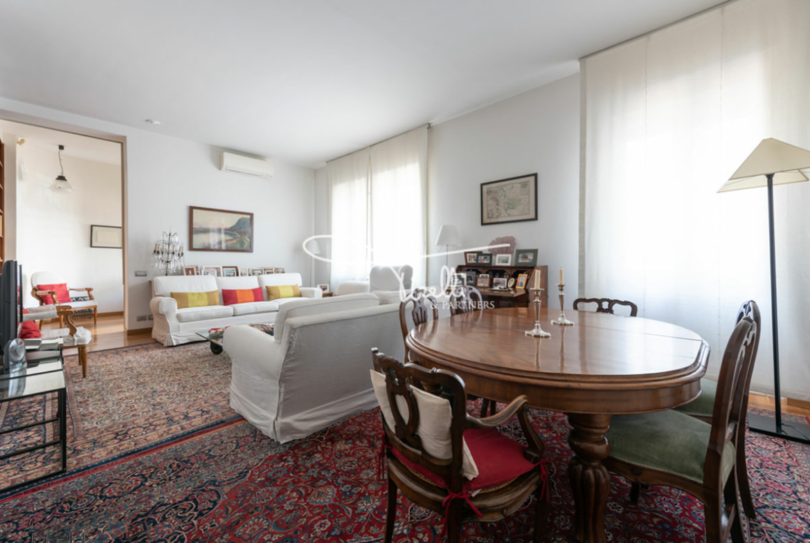 Elegant Condo in Piazza Sant'Erasmo, Milan, Italy, Listed For Rent by Marco Ettore Tirelli, CEO of Tirelli & Partners.